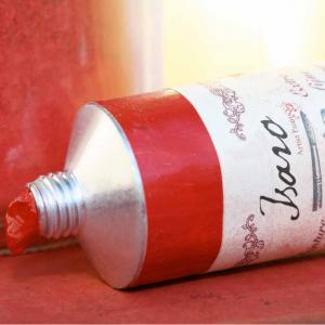 Tube rouge d'huile Isaro