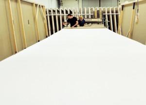 L'atelier d'enduction de la toile à peindre chez Master Toiles